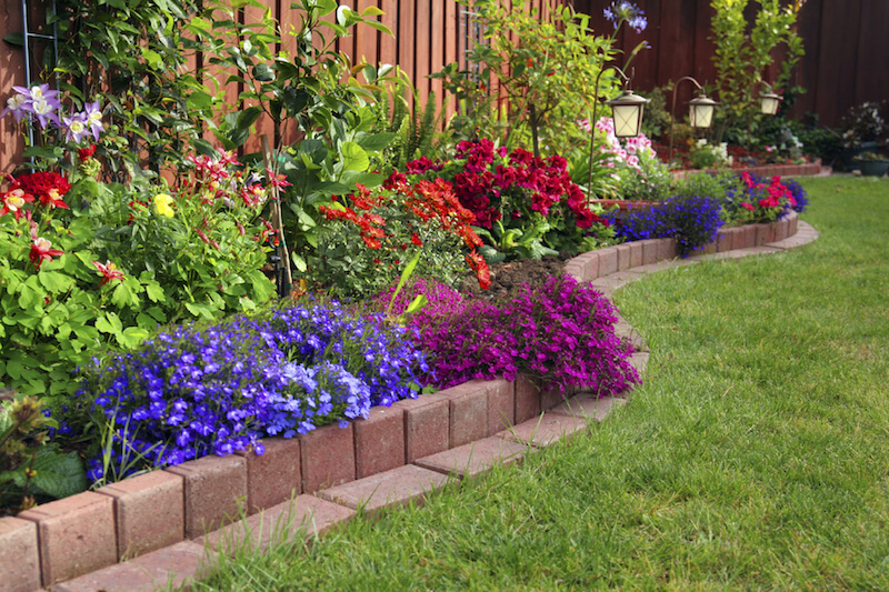 Flower bed ideas for the season carehomedecor for Flower bed arrangements