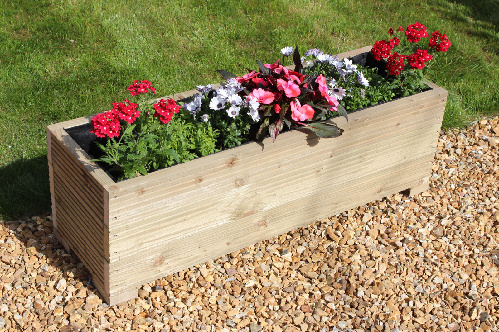 Decorate your garden with best garden planters carehomedecor for How to decorate garden