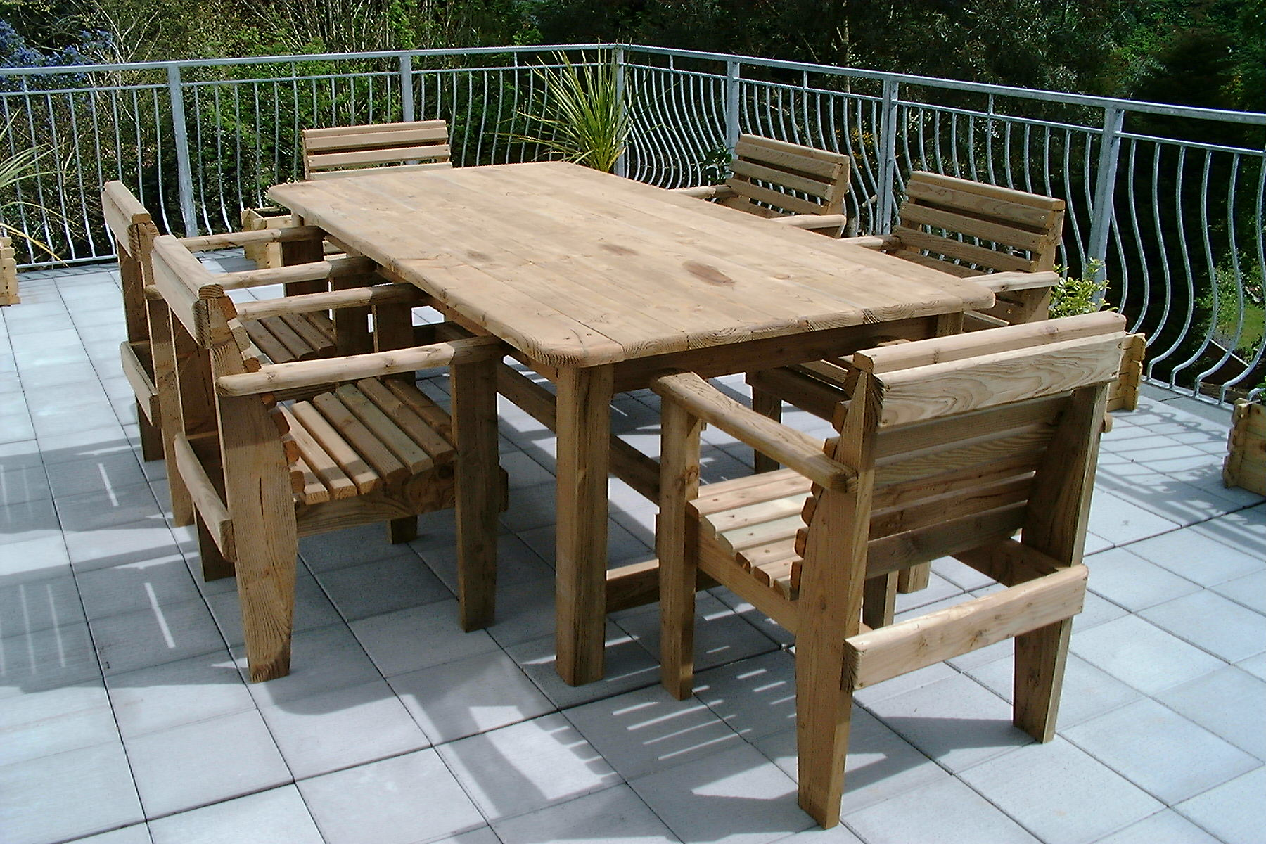 choose the best garden table to use in your garden carehomedecor - Garden Furniture Kilquade