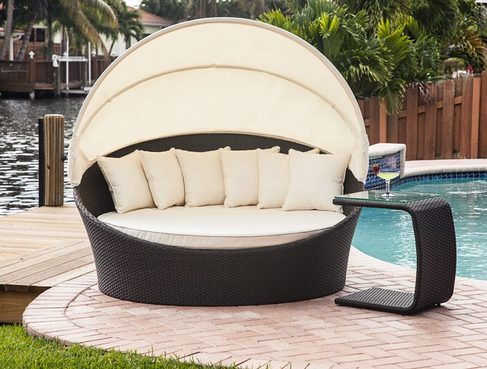 enjoy the sunny dya with outdoor bed carehomedecor