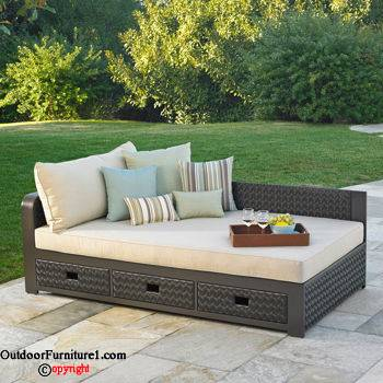 Get great comfort with outdoor daybed carehomedecor for Outdoor pool daybeds