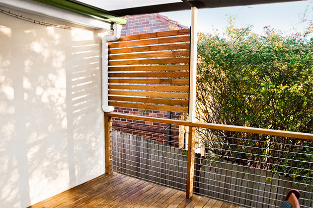 Go for the patio privacy screen carehomedecor for Balcony privacy solutions