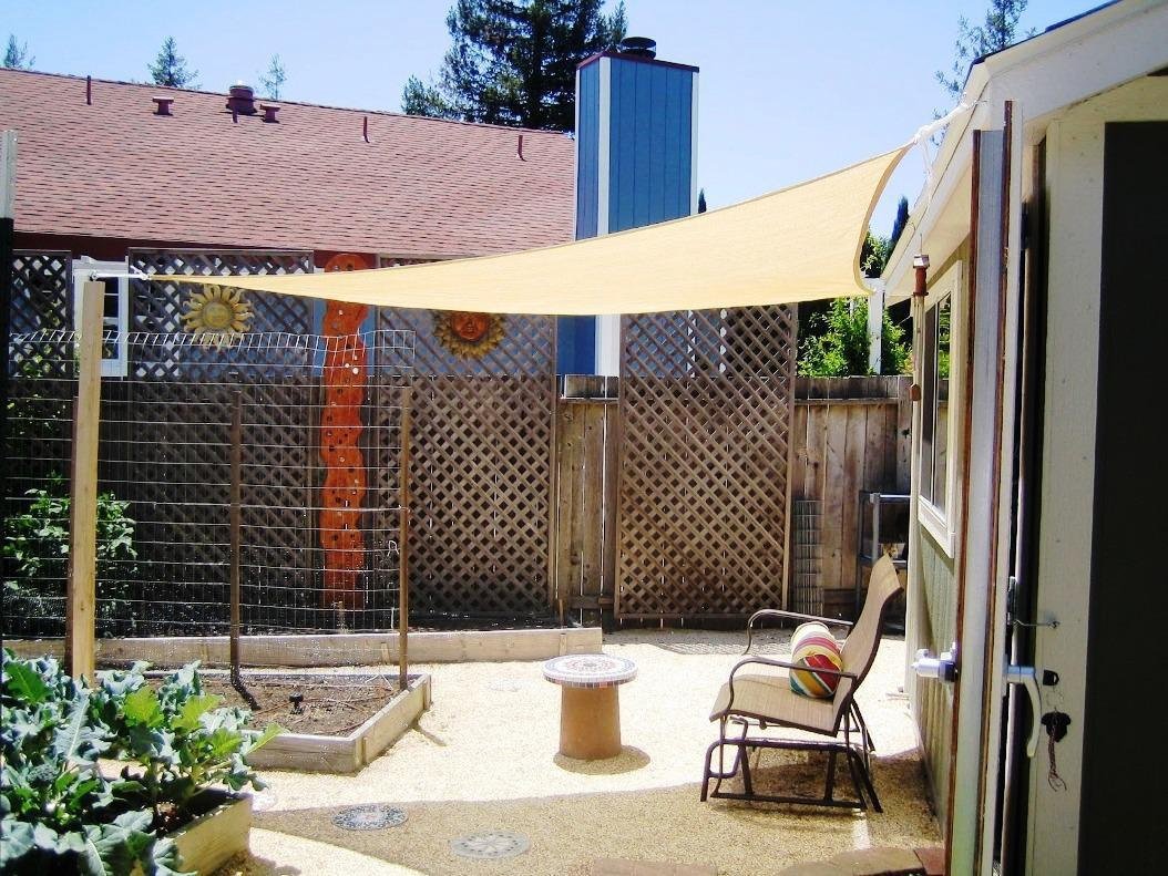 Patio shade ideas u2013 inexpensive ways to shade your deck u2013 CareHomeDecor & Patio shade ideas u2013 inexpensive ways to shade your deck ...