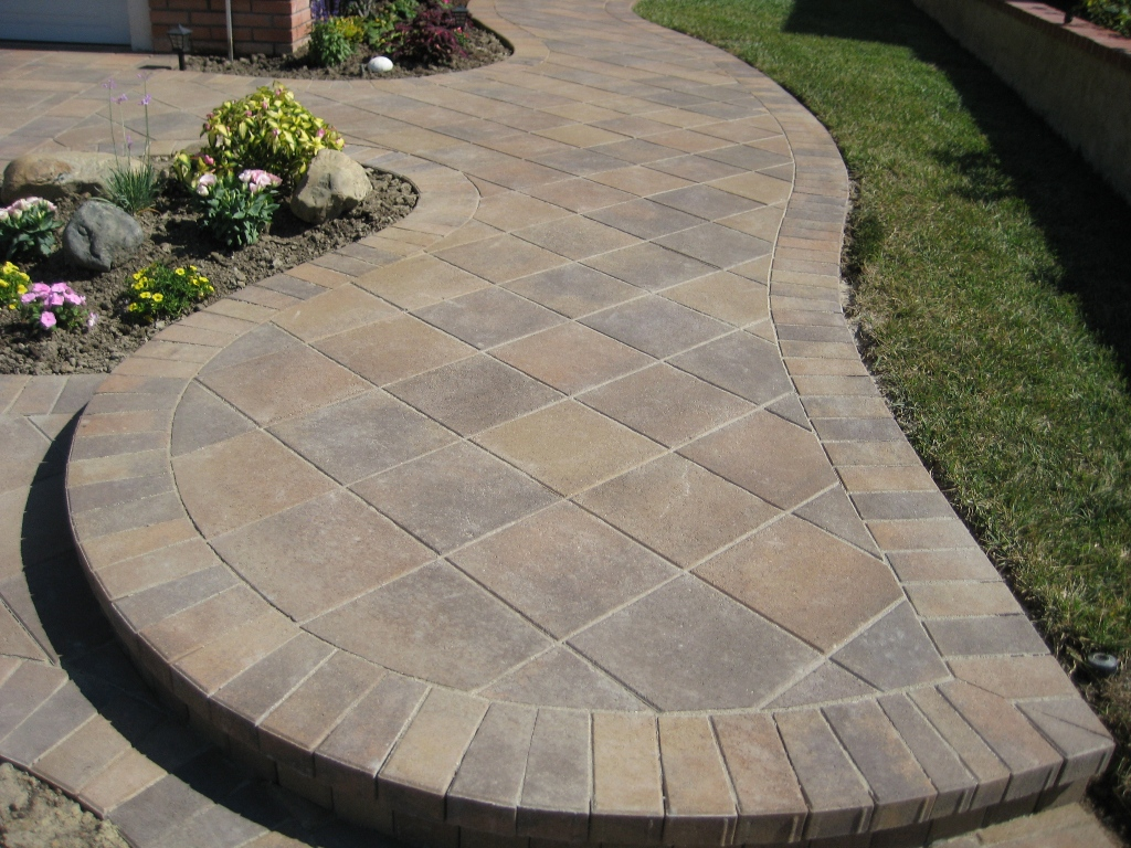 Paver patio designs elegant look to your backyard for Patio layouts and designs