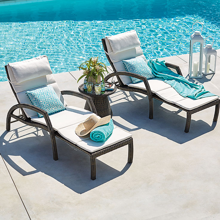 Types of pool furniture to intensify your pool s beauty for Poolside table and chairs