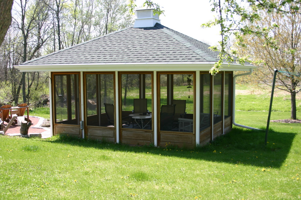 Screen houses for a bug sun and rain free outdoor experience carehomedecor - Screens in home gesign ...