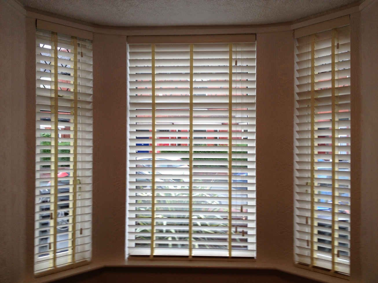 Use white wooden venetian blinds for perfect style CareHomeDecor