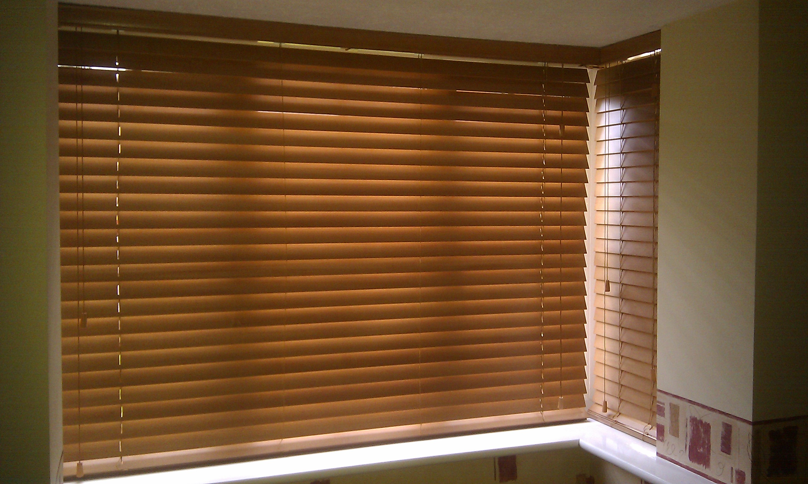 Use white wooden venetian blinds for perfect style \u2013 CareHomeDecor
