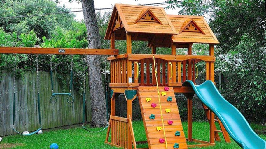 Refreshing Backyard Playground for your kids