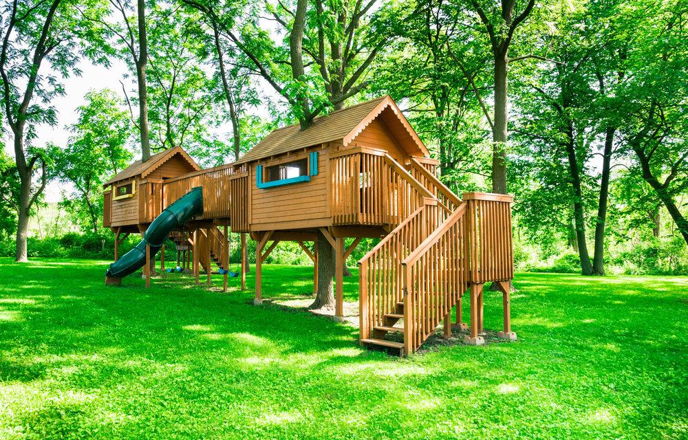 backyard playhouse  77