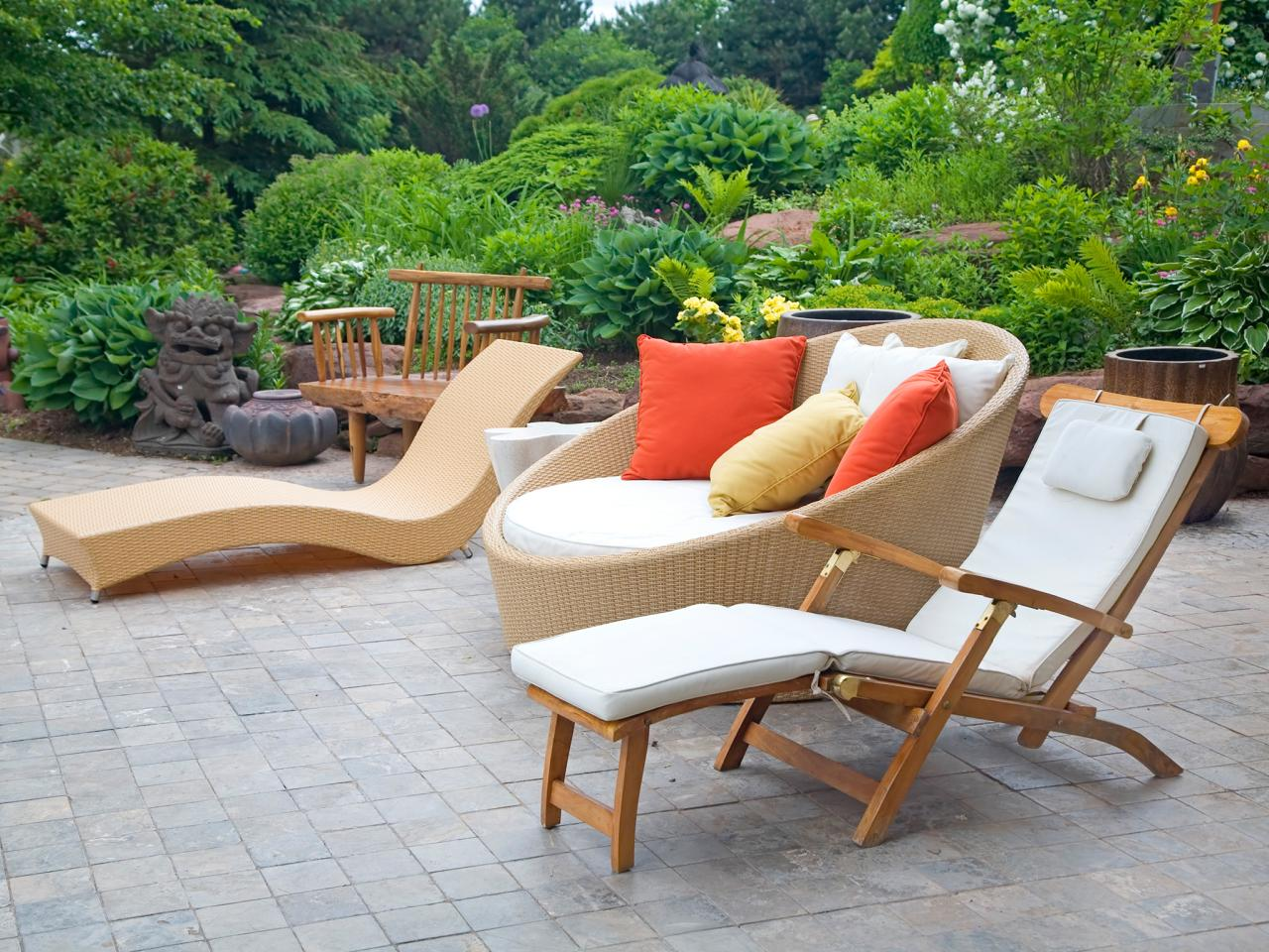d022f926e9a5 Contemporary Garden Furniture Offers Modern Outlook to the Garden ...
