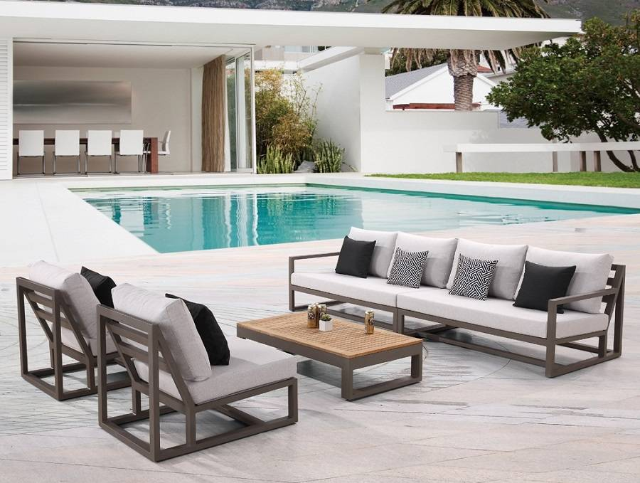 Decorate your free area with the contemporary outdoor furniture