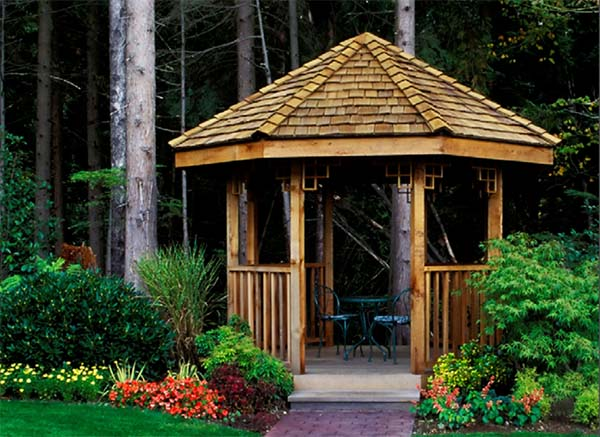 DIY gazebo design that provides the luxury look to our home