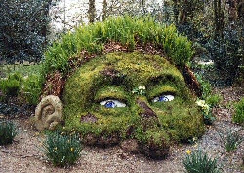 Do garden art in your garden to make it appealing