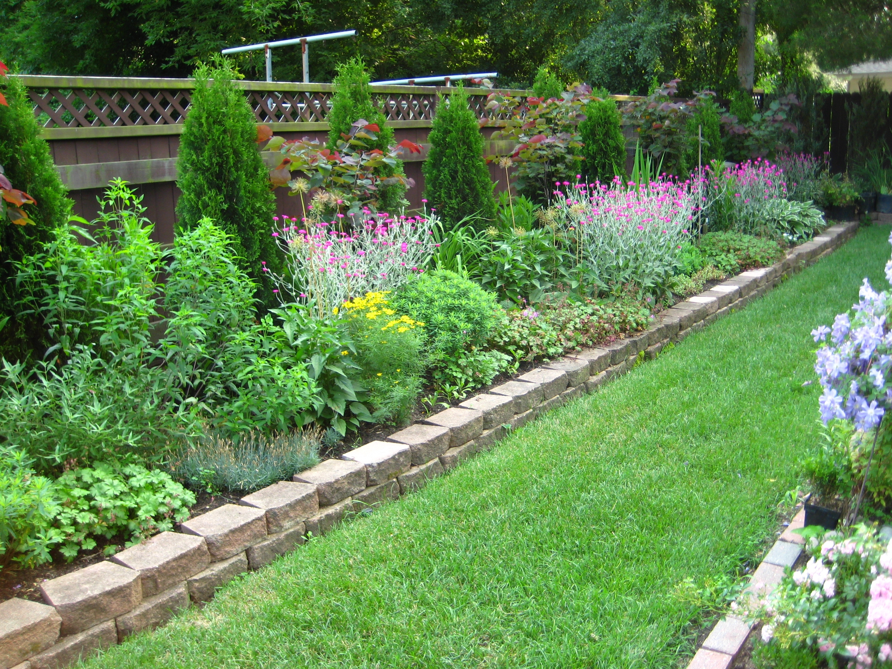 Enhance your garden with appealing garden border ideas