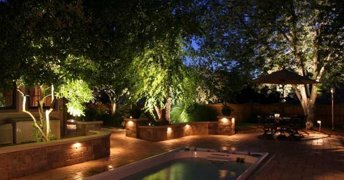 Get luminous and dazzle garden lights