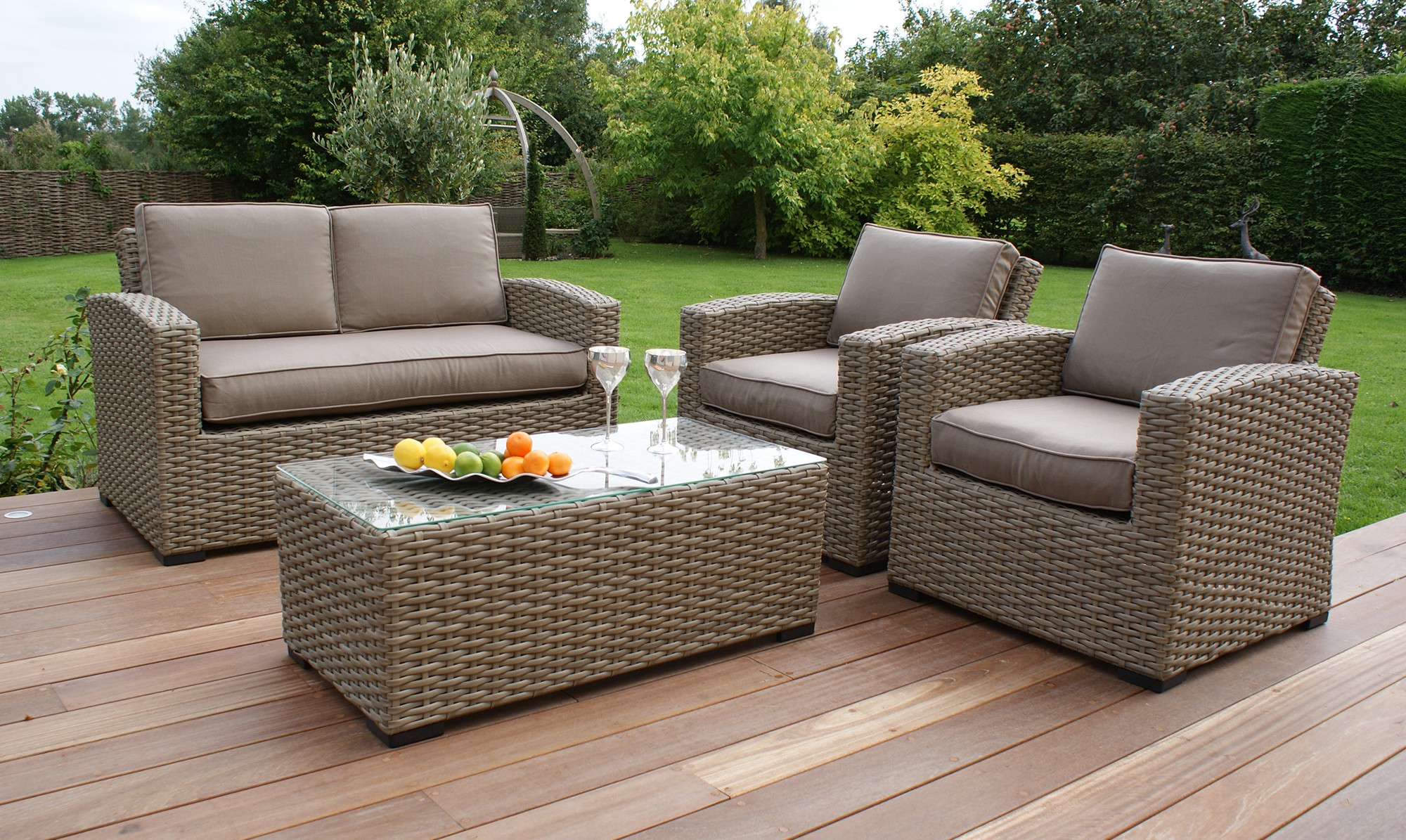 Choose the perfect designs of garden rattan furniture