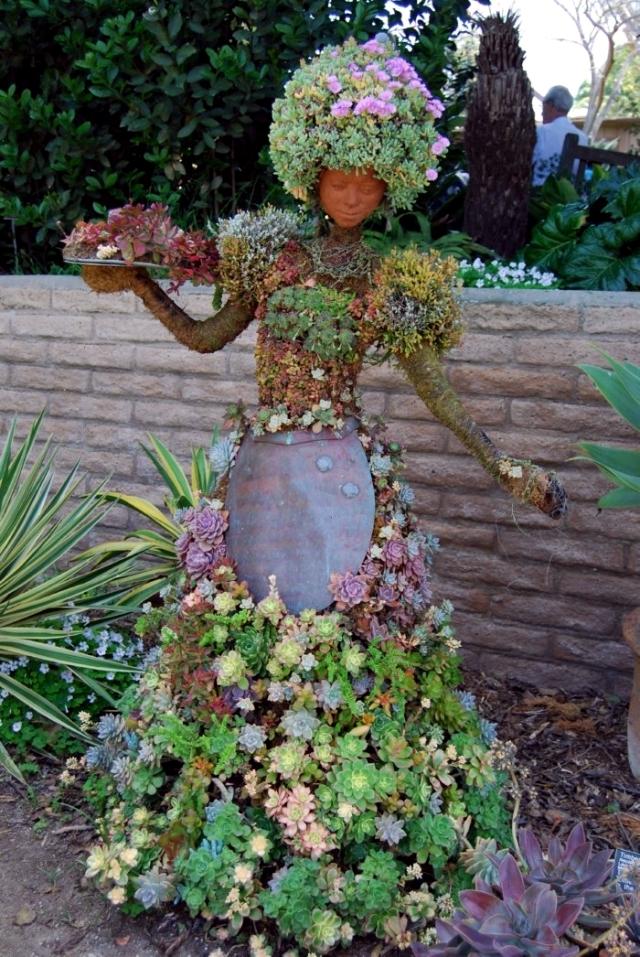 Decorate your garden with impressive garden sculpture designs