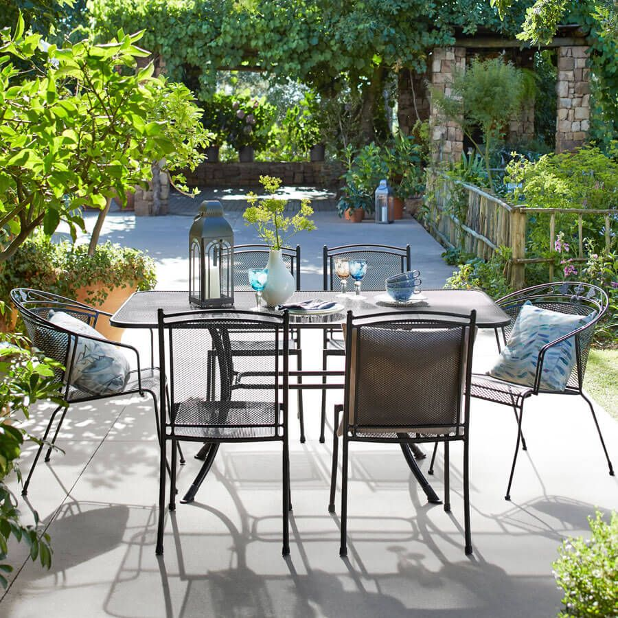 garden tables and chairs  01
