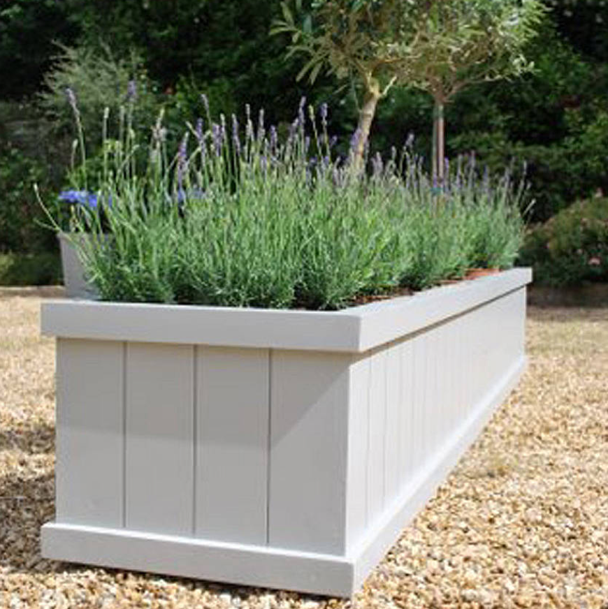 Enhancing your entrance with large garden planters