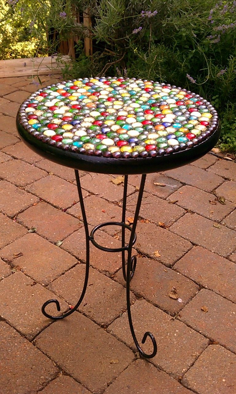 Give uniqueness to your garden with stylish mosaic garden table