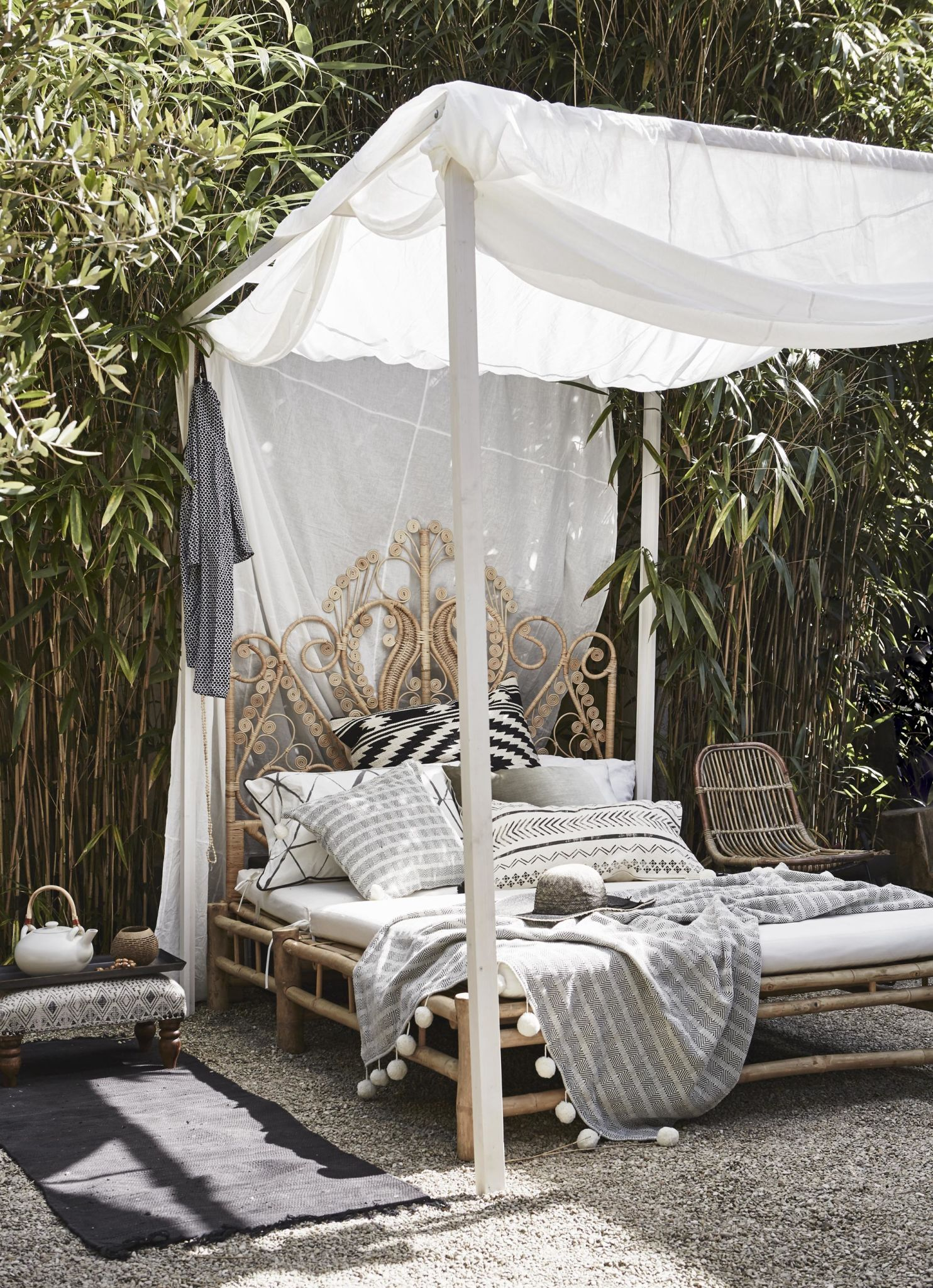 outdoor bed  32