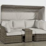 Get great comfort with outdoor daybed