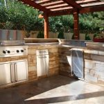 Enjoy cooking experience with outdoor kitchen design