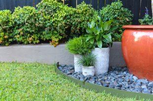 Plastic garden edging  29
