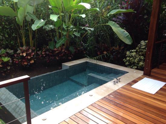 plunge pool  26