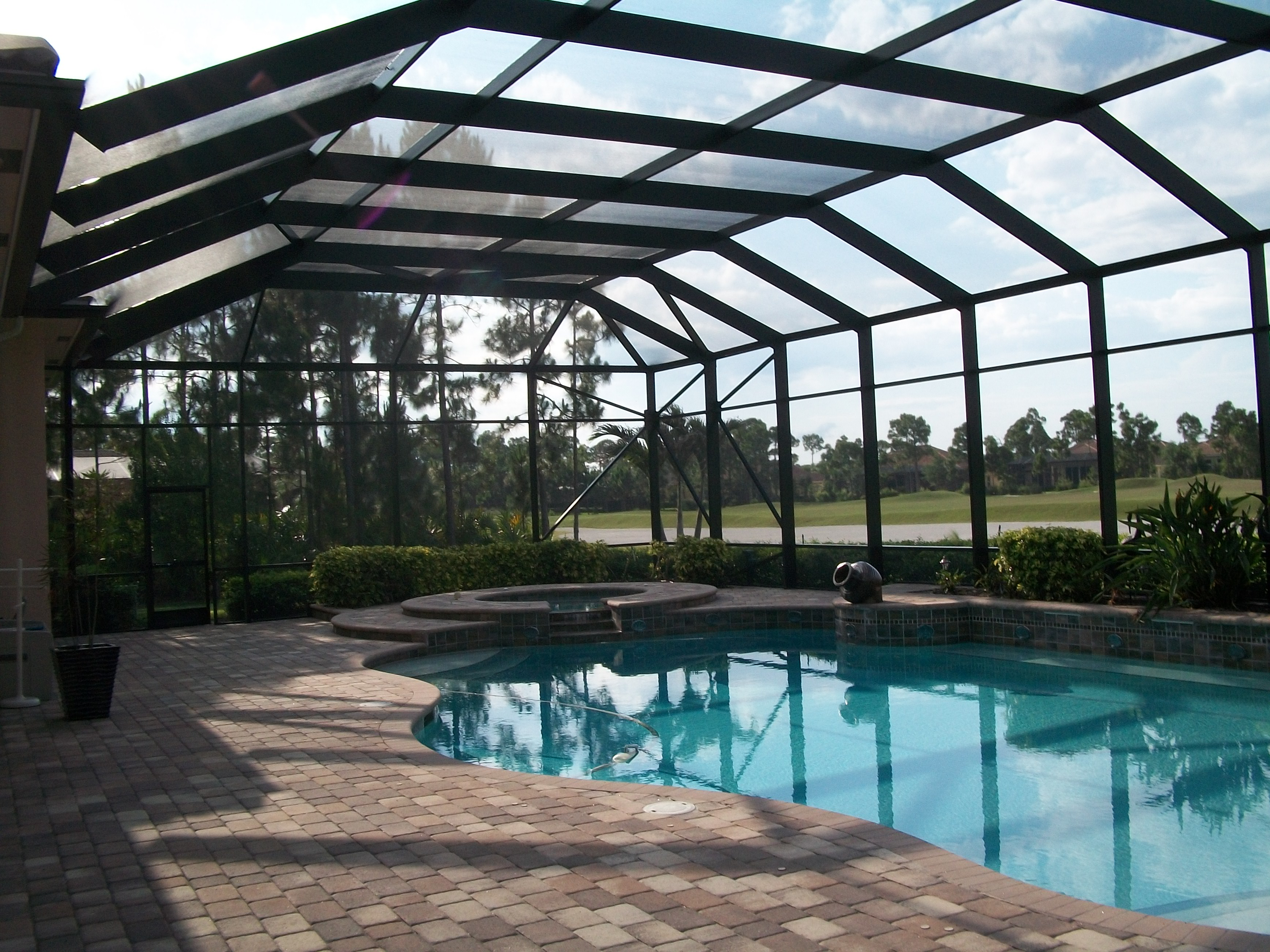 Stylish and luxurious types of pool enclosures