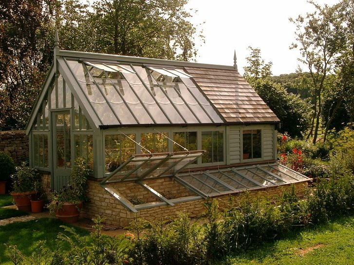 Protect your mini plant by installing Potting sheds in your garden