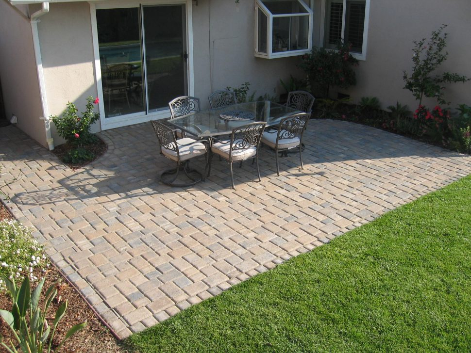 stunning paver patio  70