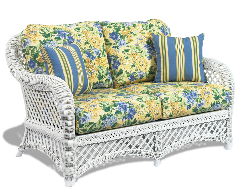 Advantages of using white wicker furniture