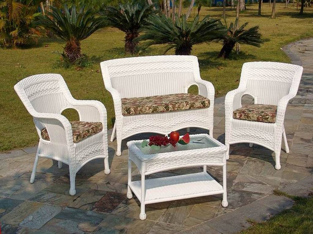 white wicker patio furniture  17