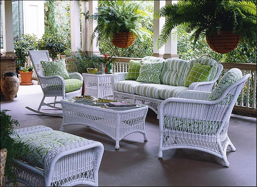 white wicker patio furniture  28