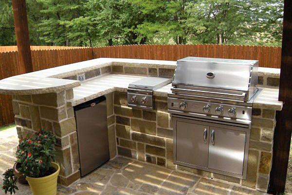 Outdoor Kitchen; the Backyard   Grills