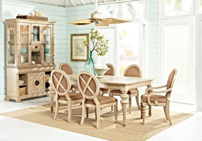 Cindy Crawford Dining Room Table set w/ Chairs Rooms to Go