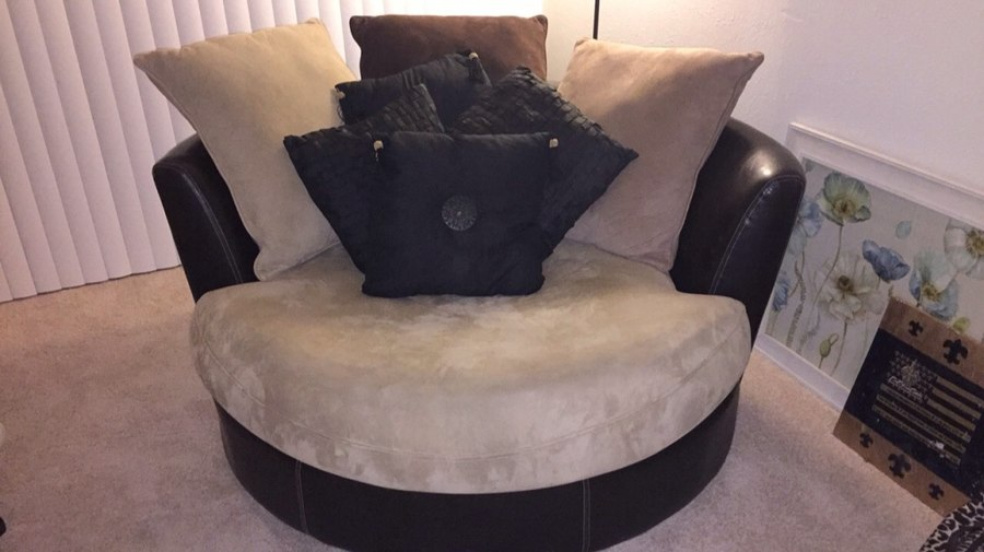Used My super comfy circular loveseat that spins 360 degrees: Needs