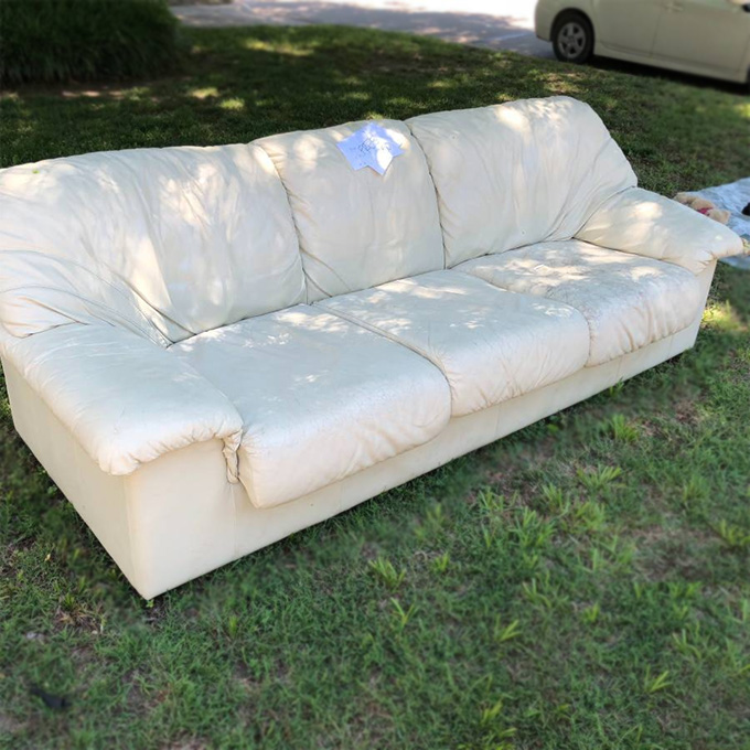 Craigslist free stuff - White leather couch · »