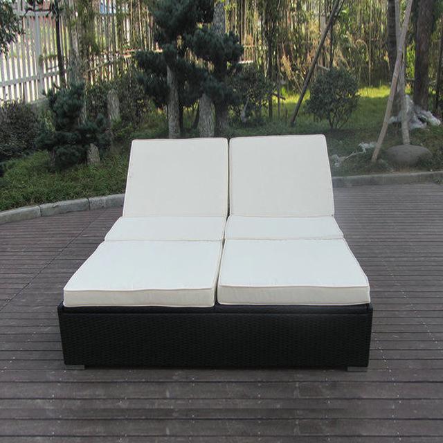 Hand Woven Rattan Sun Lounger , Outdoor Garden Lounge Chair to sea
