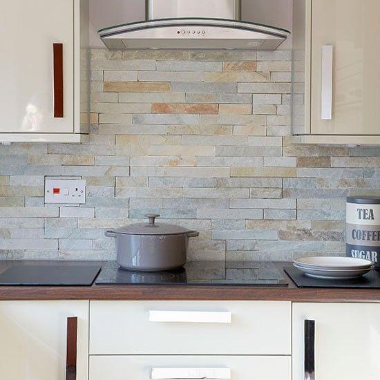 Hi-gloss cream kitchen | Decor | Cocinas azulejos, Cocinas, Baldosas