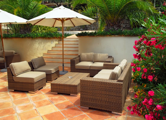 The Reno Man: Latest Outdoor Deck Furniture styles 2011