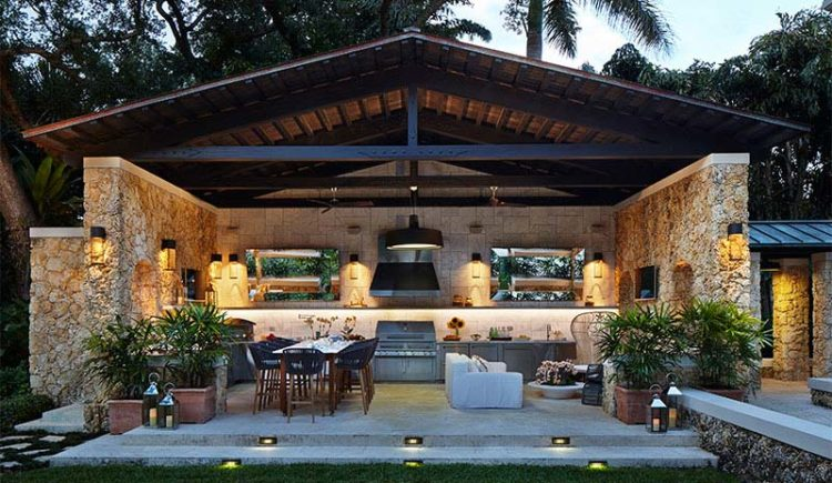 20 Outdoor Kitchens Perfect For the Summer