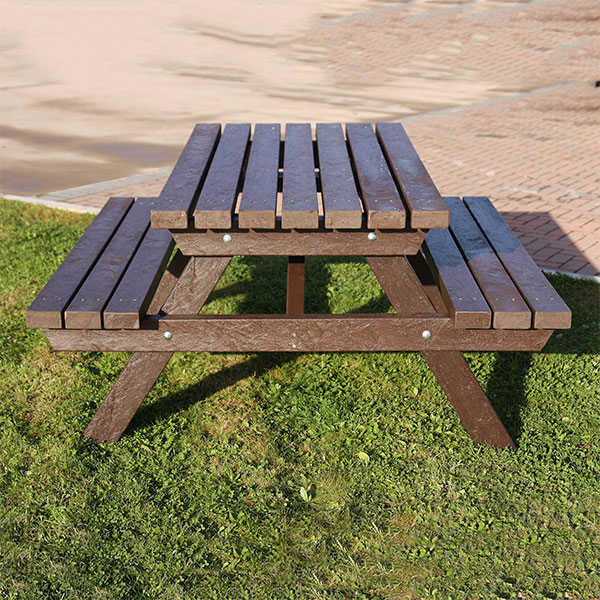 The Salcombe Picnic Table - The Plastic Company