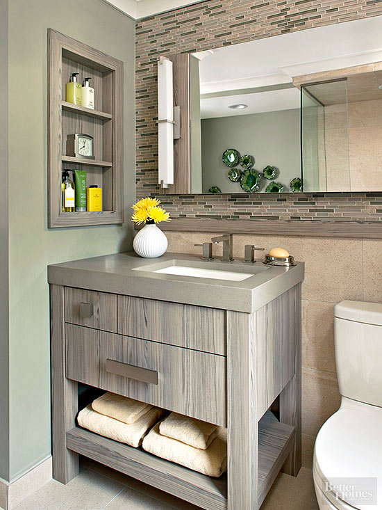 Using a small bathroom vanity   efficiently