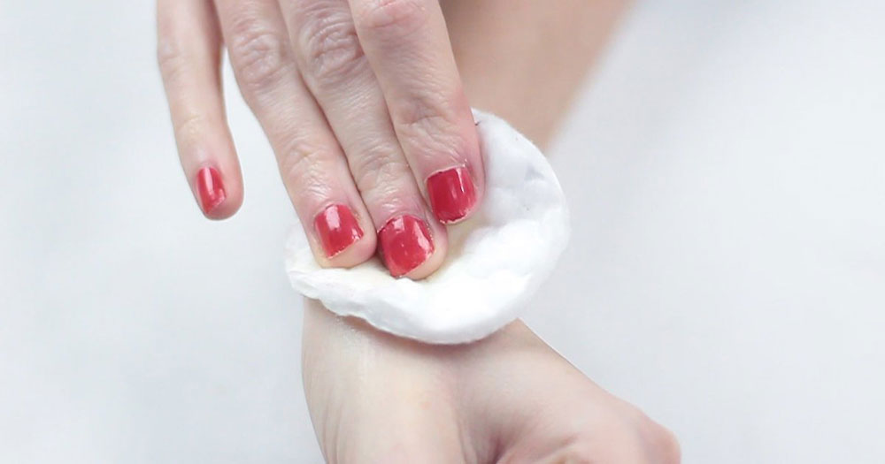 Baby wipes How to easily remove spray paint from the skin