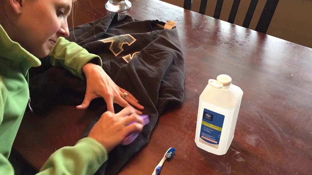 clean1 How to remove color from clothing without ruining it