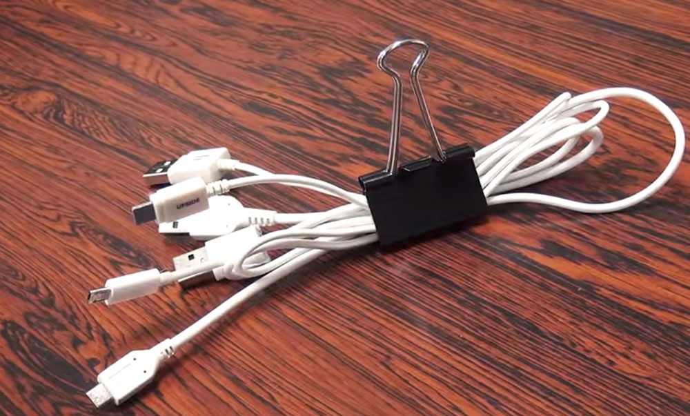 Binder-Clip How to hide power cables in the living room (short tips)
