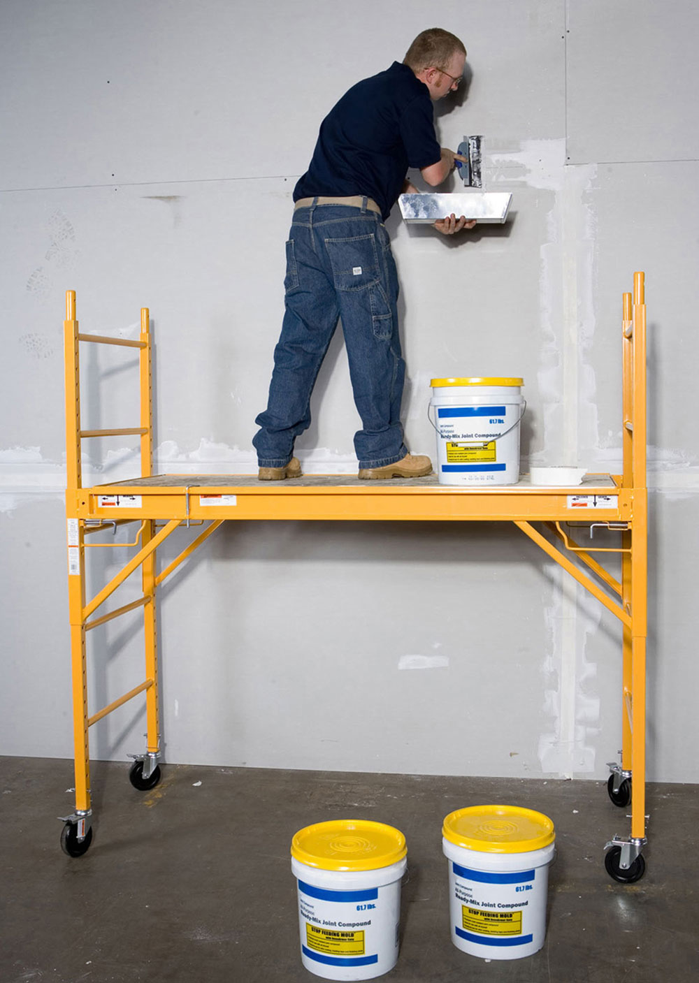 Scaffolding painting How to paint high walls and do a great job